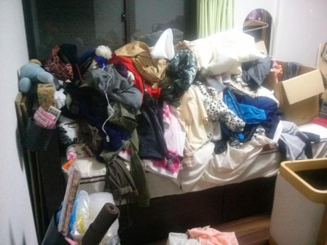 ゴミ屋敷寝室